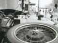 pekin-93-sortie-hutong-moto-trottoir