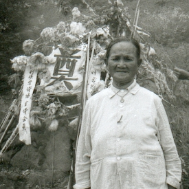 fuli-14-ceremonie-commmoration-ceremonie-montage-veuve-portrait