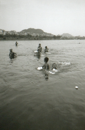 guiling-01-baignade-riviere-li
