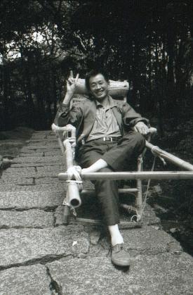 hudangshang-23-porteur-assis-sourire
