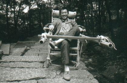 hudangshang-24-porteur-assis-sourire