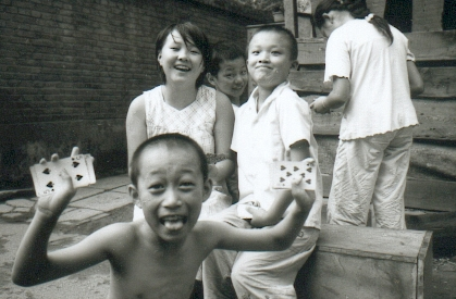 pekin-35-hutong-1-enfants-4-cartes-coeurs