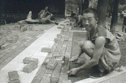 pekin-51-hutong-2-dans-une-rue-ouvier-pave