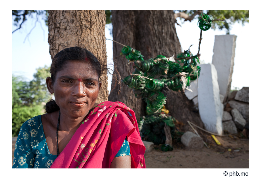 332-hampi-lafemmeauxbraceletsvert-india2011-novembre